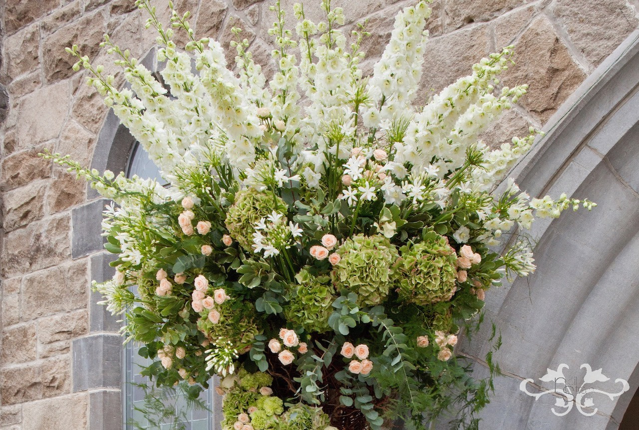 See how the peach Spray Rose picks up the peach hues of the Hydrangea.  The many different tints and tones of green add depth and elegance.