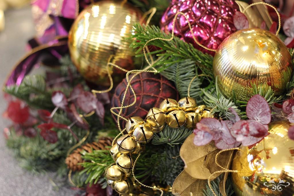 Neill Strain Christmas wreath new trends.jpg