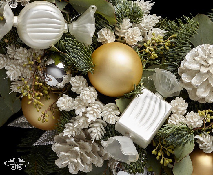 """Exquisite glass """"bonbons"""" make an elegant decoration on the Christmas Tree, garland or wreath."""