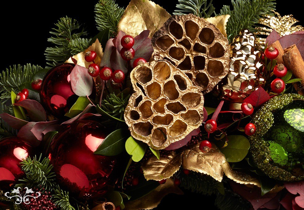 Sublimely elegant, the traditional red, gold and green Christmas decor.
