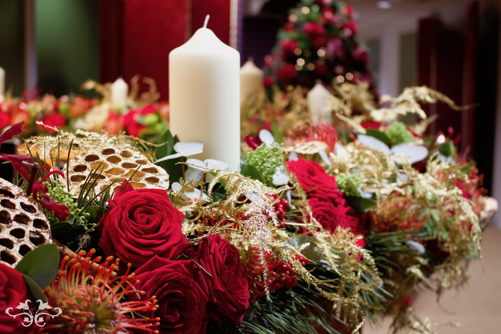 Christmas Table Arrangements Flowers.Candles And Table Decorations Neill Strain Floral Couture
