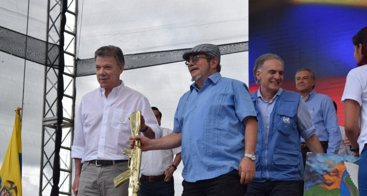 Colombia's President Juan Manuel Santos with FARC's top leader Rodrigo Londoño Credit: UN Mission in Colombia