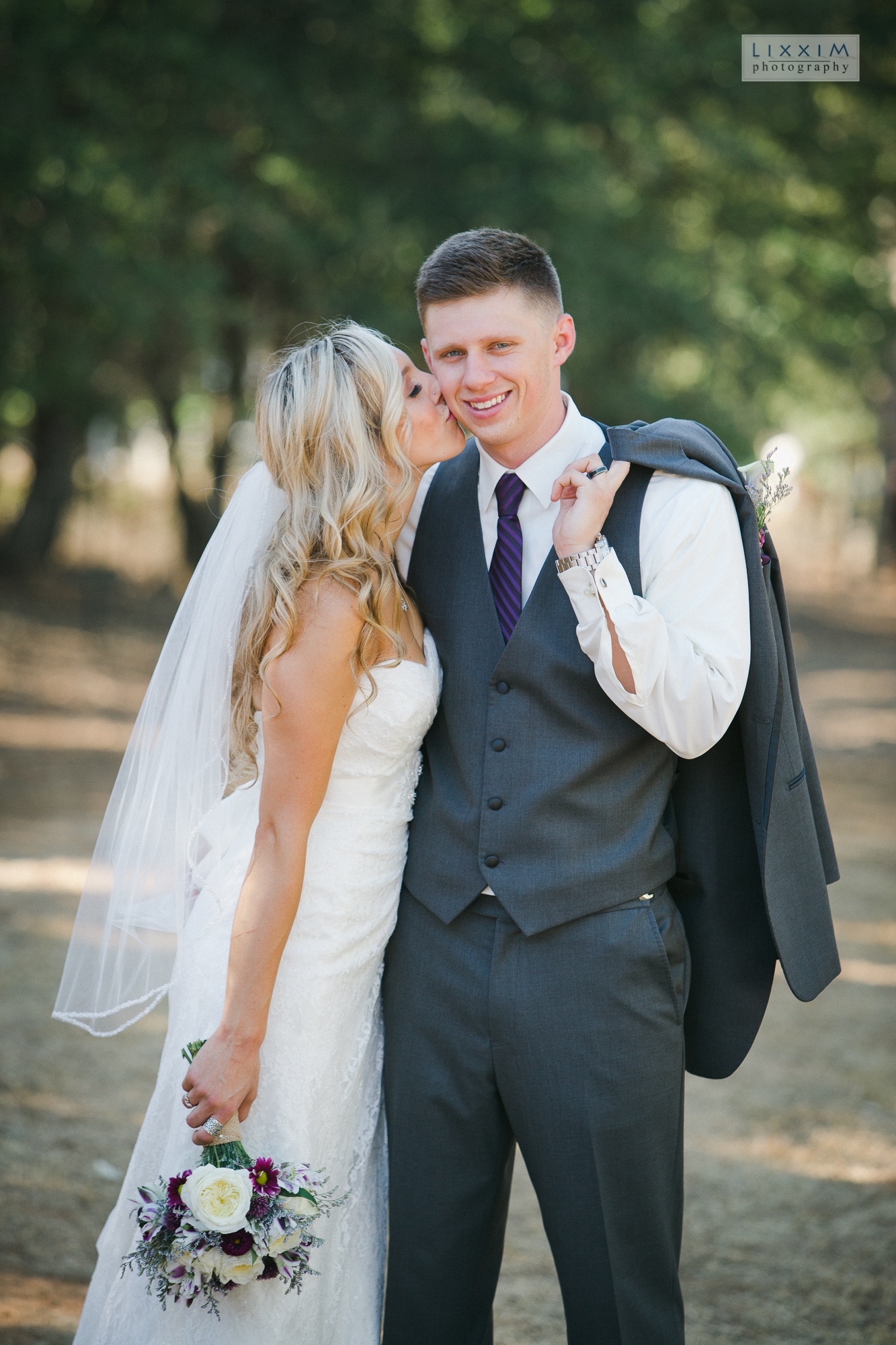 willow-creek-events-wedding-photographer-lixxim-love-kiss