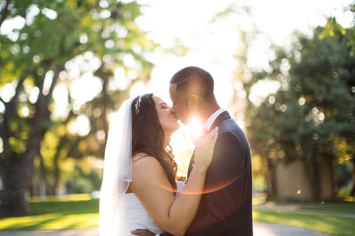 sun-washed-kissing-at-crawfords-barn-sacramento-wedding