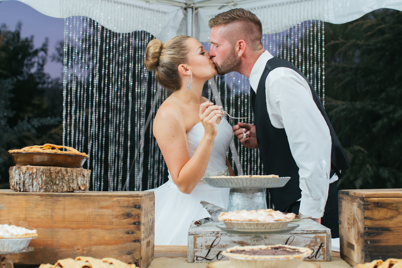 wedding-day-pies-sweets-dessert-willow-creek-events-lixxim