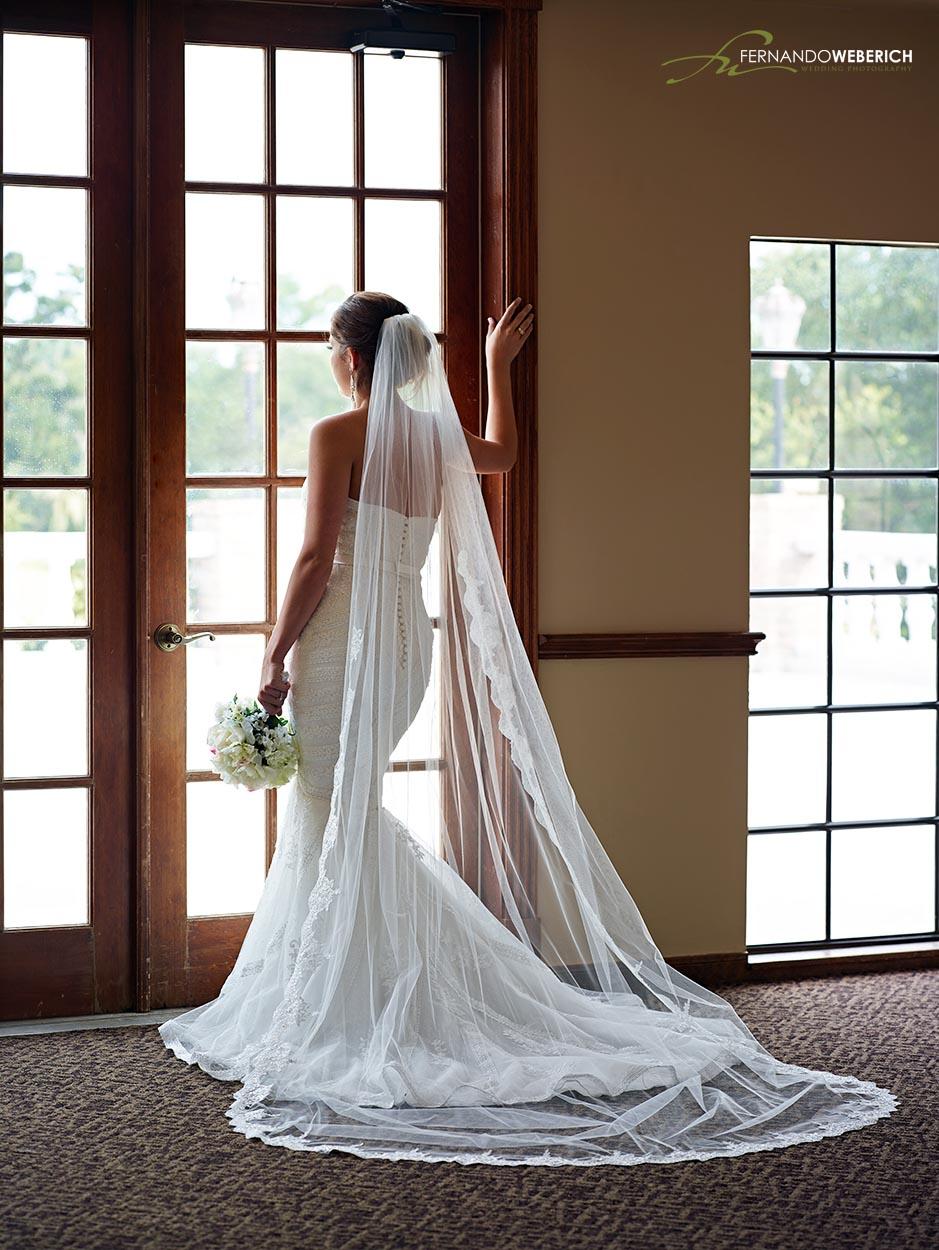 Raveneaux country club bridal photos 2