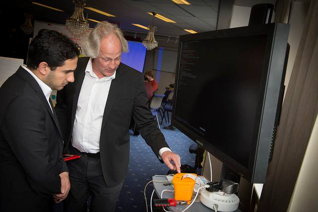 Ardalan Shekarabi, Minister for the public sector, is shown around the fablab in the Do-Tank at Meeting Point Lycksele by Lars Albinsson. (Photo: Region Västerbotten)