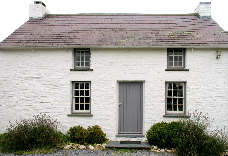 Modernist Bryncyn Welsh House cottage 4.jpg