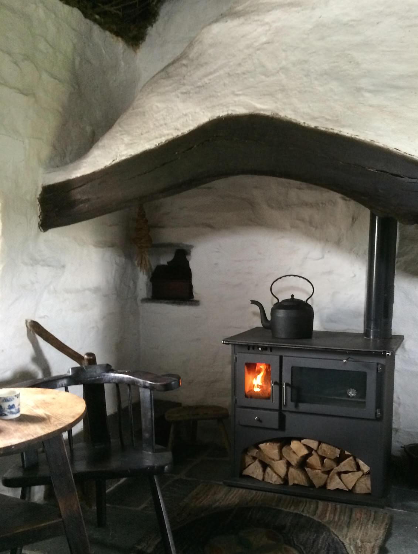 Ty Unnos Welsh House cottage 4.jpg