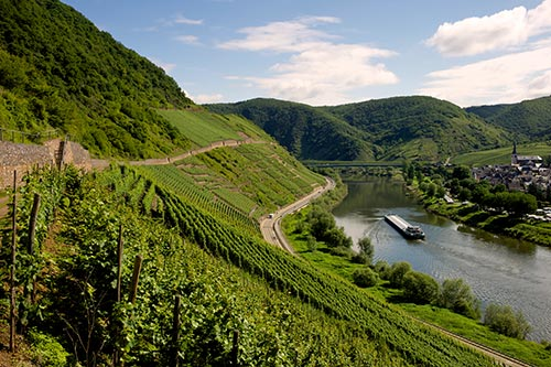 3Moselle-River-Wine-Country_shutterstock_80311093.jpg