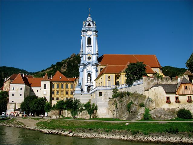 Melk church in Wachau.jpg