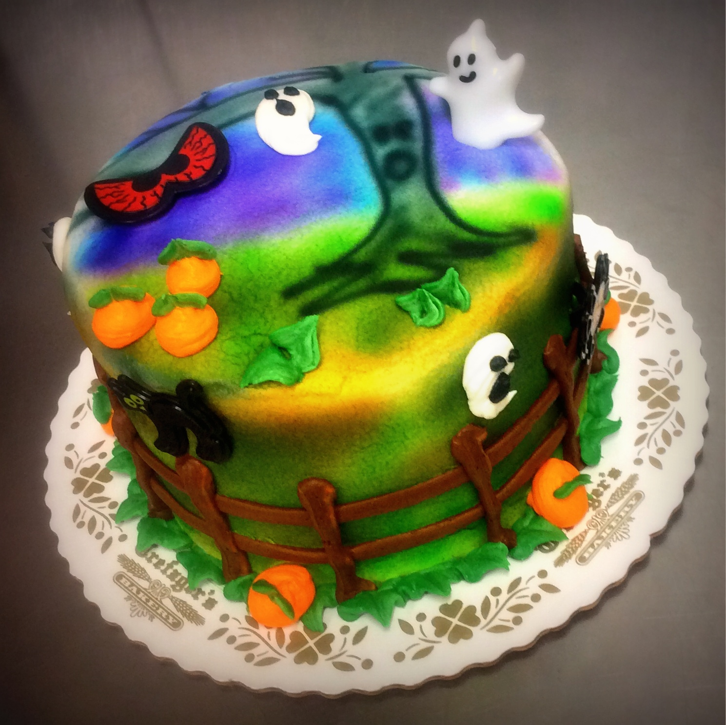 Halloween Round Cake with Airbrush Decoration