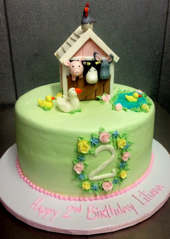 Round Cake with Fondant Animals and Barn