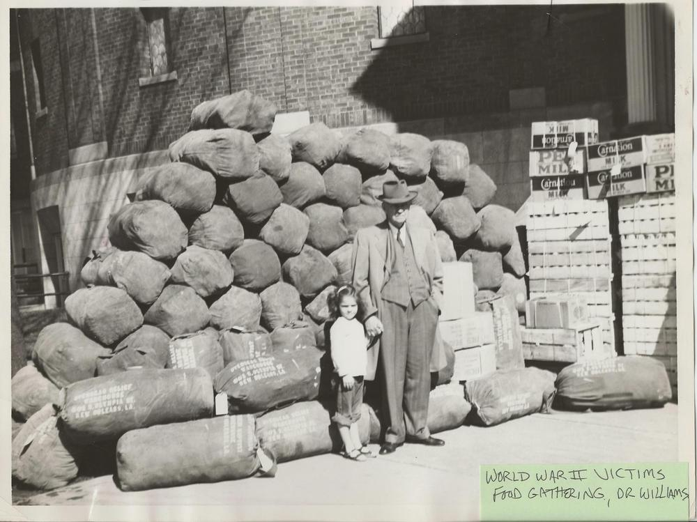 Dr.+Williams,+child+WW2+food+gathering+c.+early+1940's.jpg