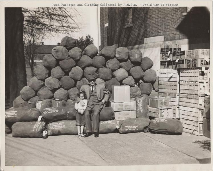 Dr.+Williams,+girl+child+WW2+food+gathering+c.+early+1940's.jpg