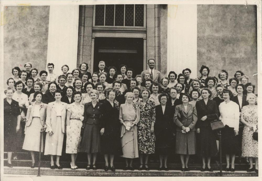 Ladies+SS+class+c.+1940's+sanctuary+steps,+Dr.+Williams+in+back.jpg