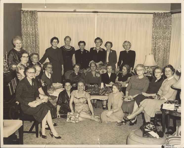 PMBC+Business+woman's+class+12-13-1936+Gertude+Edwards+note+on+back.jpg