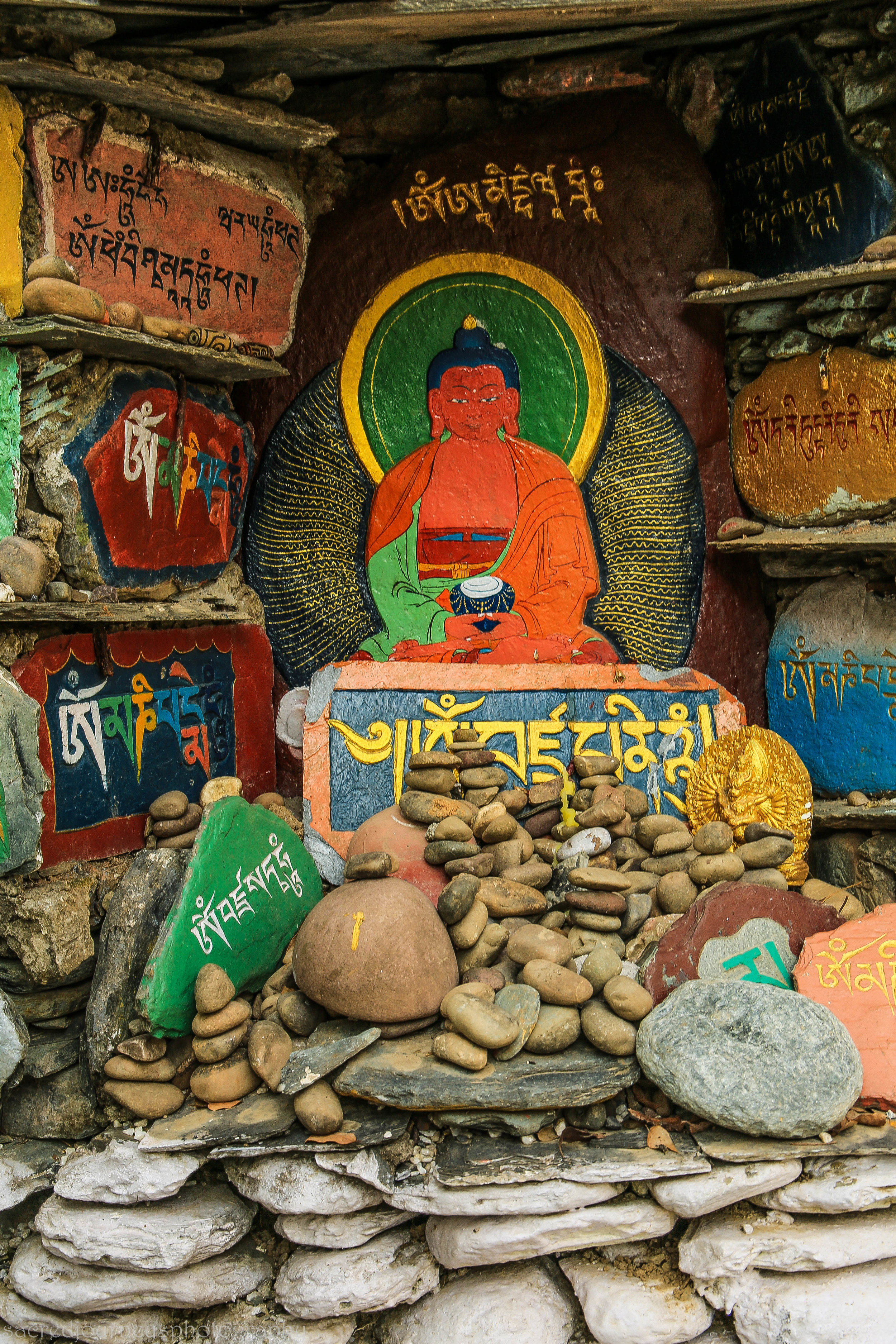 Altar at Norbulingkha           Dharmsala