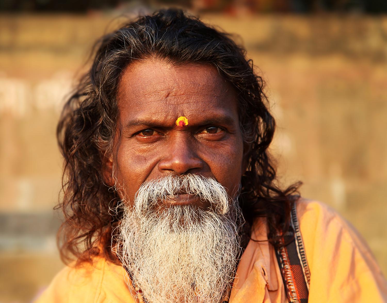 Varanasi W man tilak yellow red.jpg