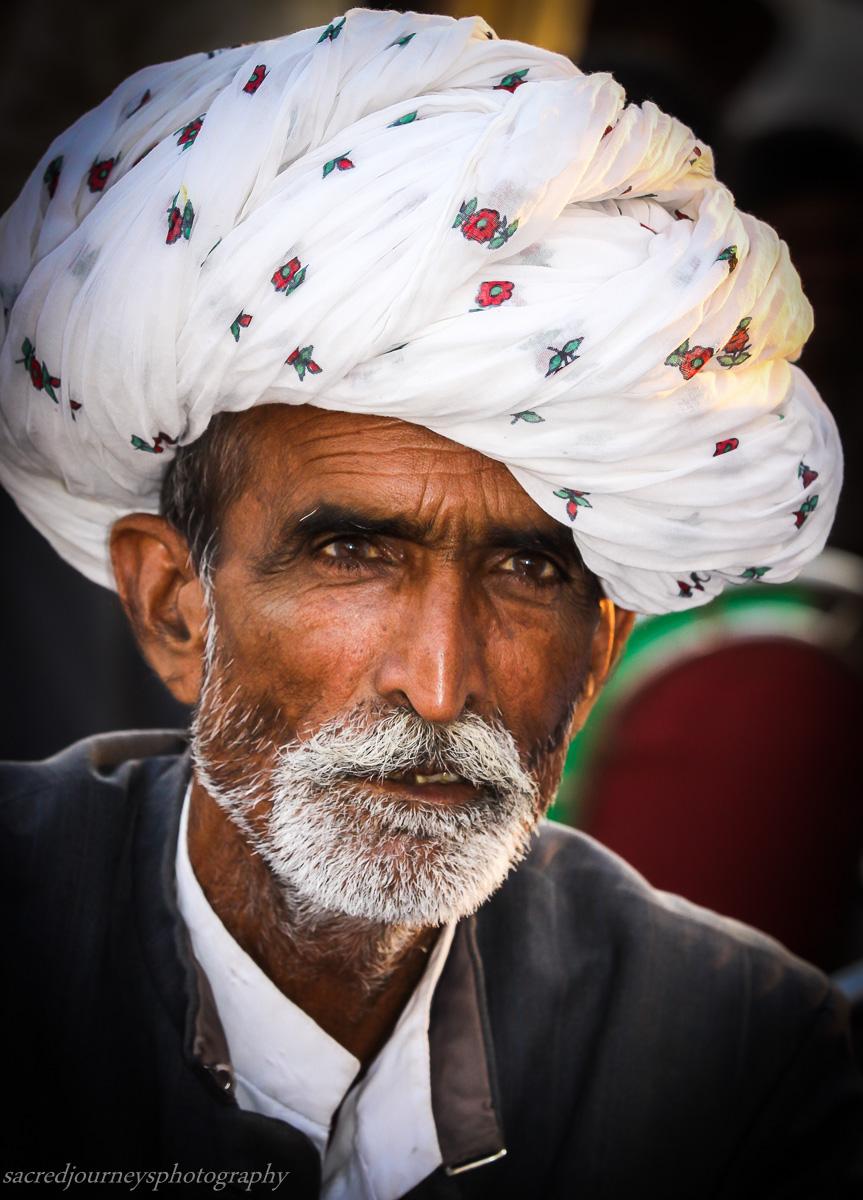 Pushkar white turban.jpg