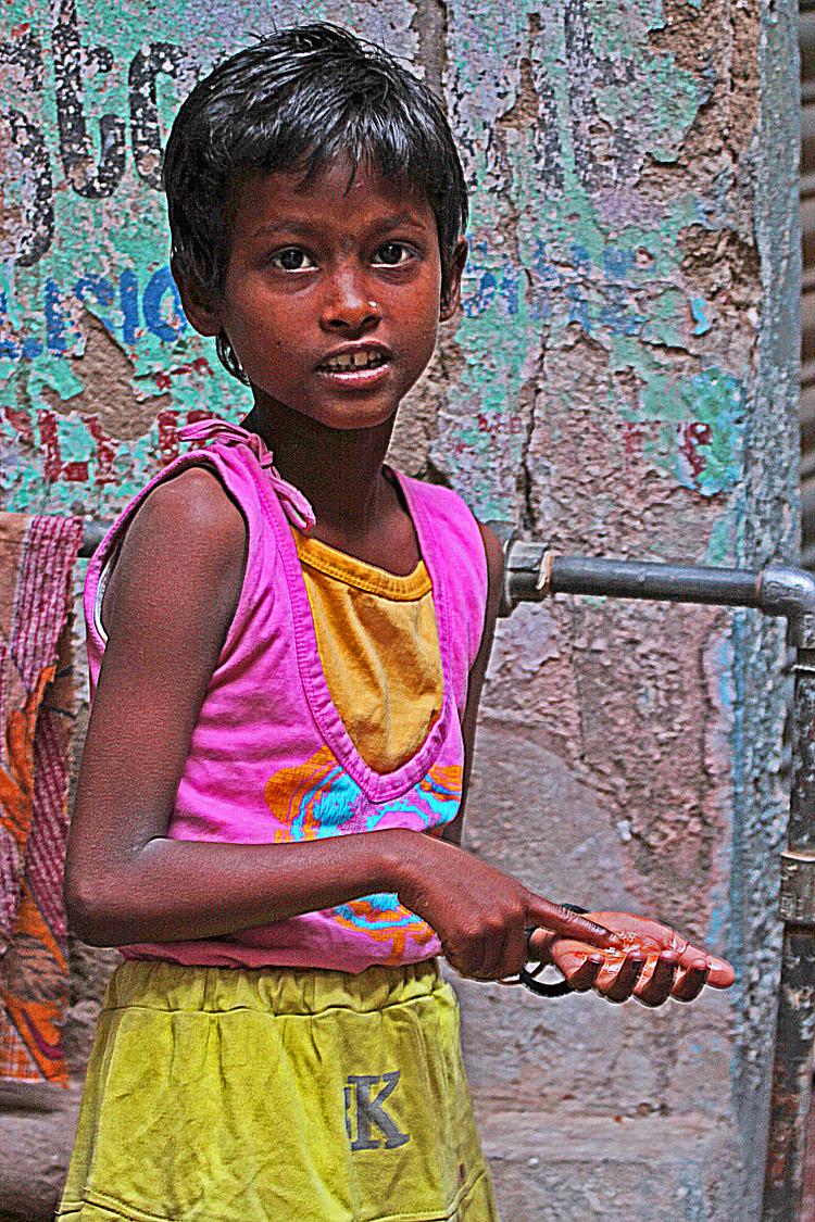 children Varanasi back street girl.jpg