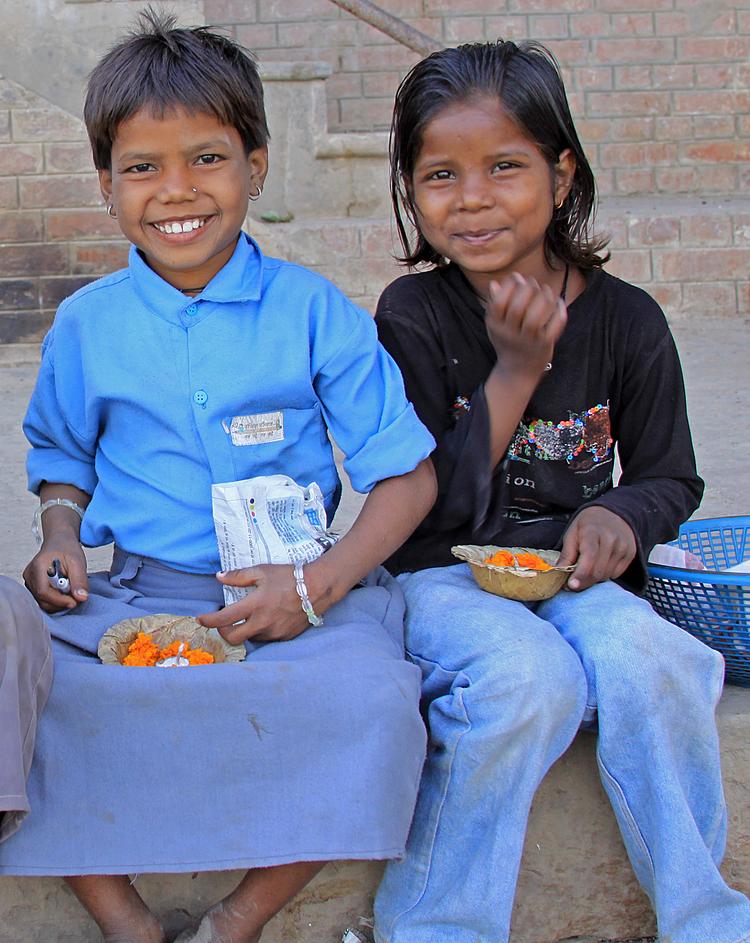 children with flowers Varanasi.jpg