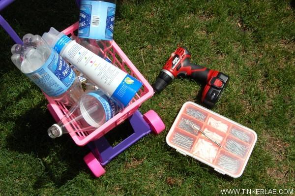 Materiales: Envases,cúter, taladro y tornillos