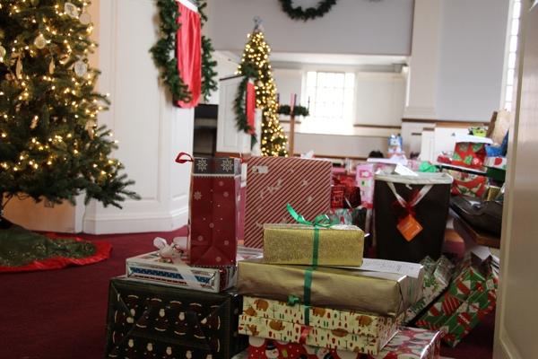 Presents Family Scholar 2014 (3).jpg