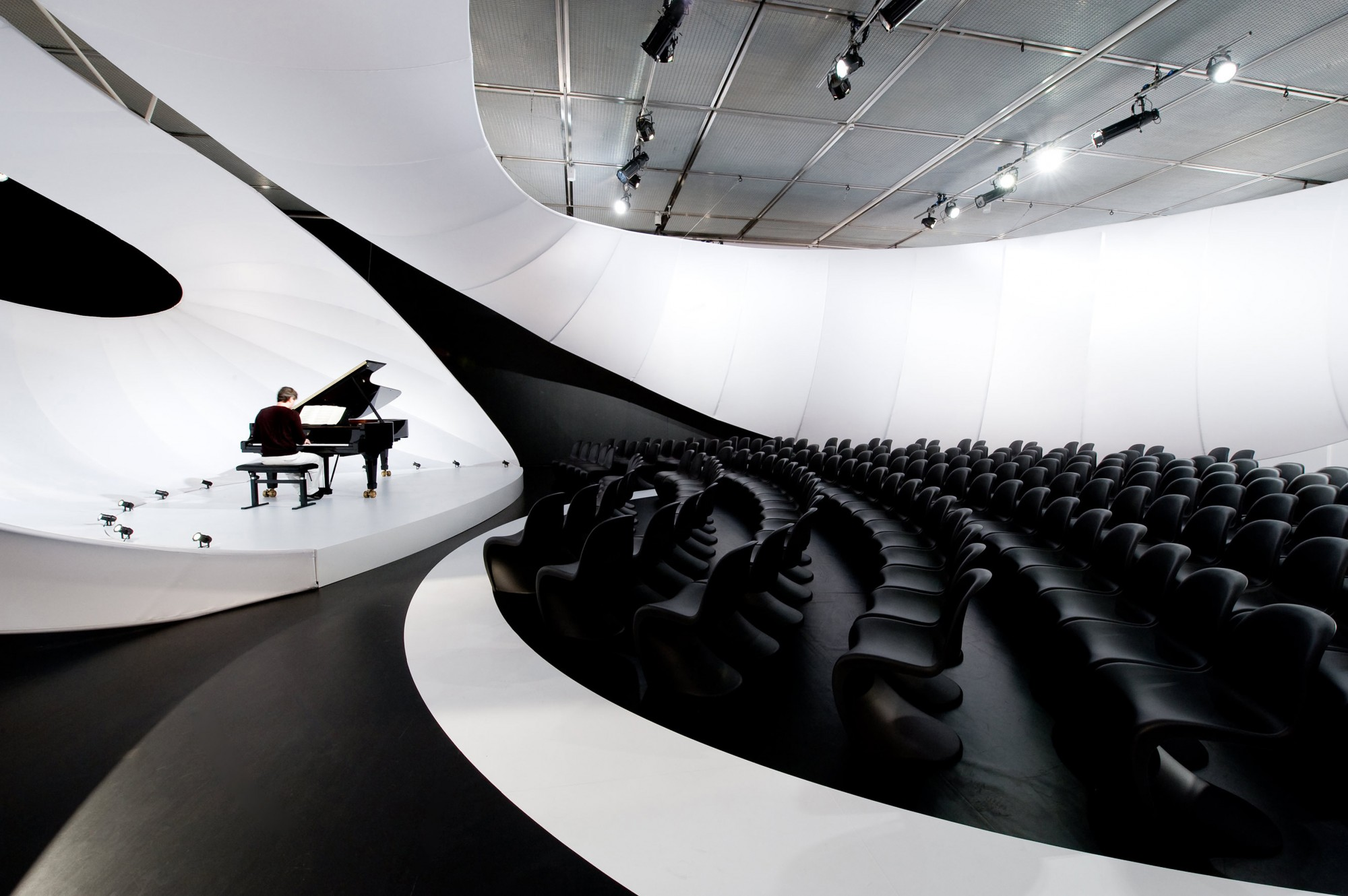 JS-Bach-Chamber-Music-Hall-by-Zaha-Hadid-Architects.01.jpg