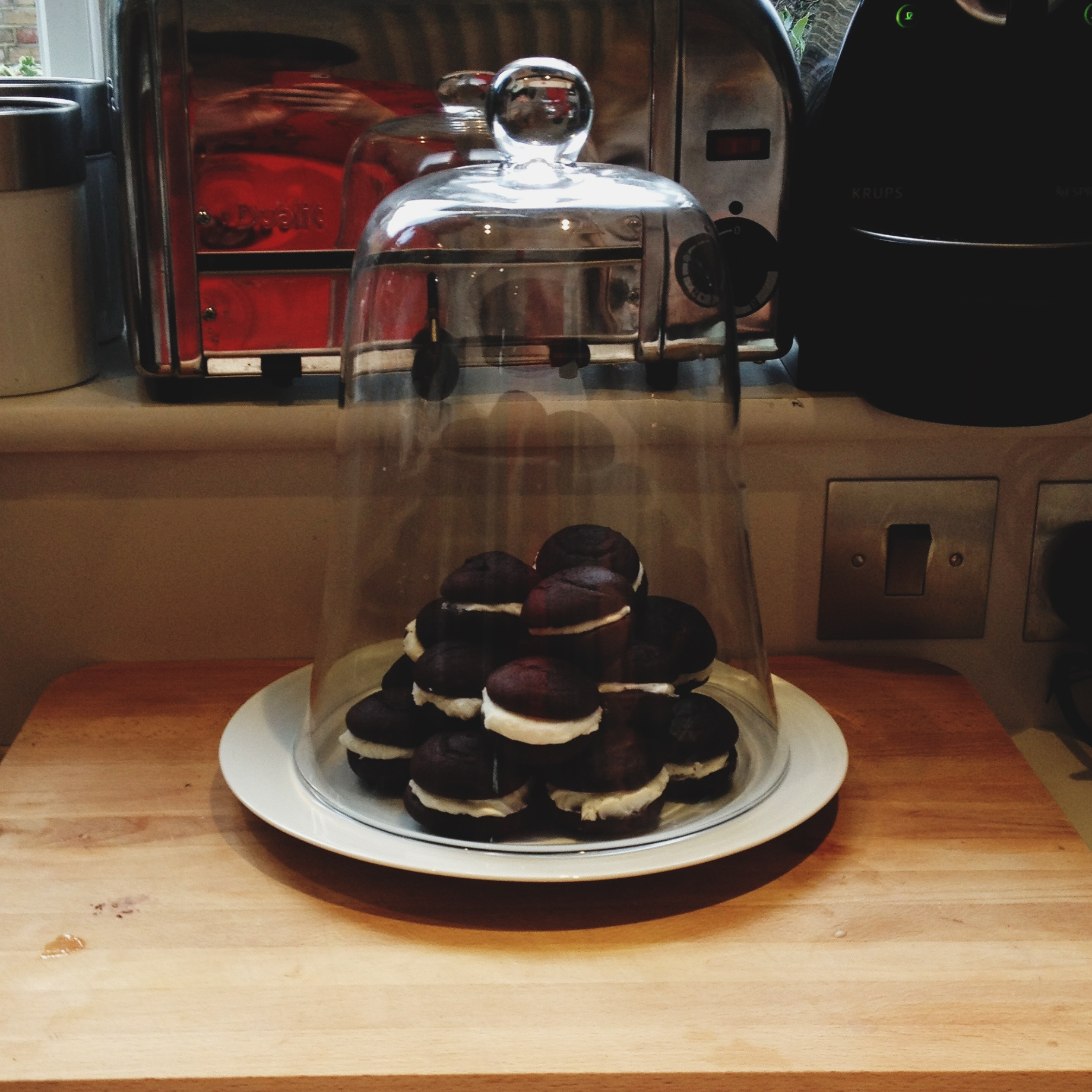 note the enormo-me reflected in the toaster, pre-whoopie-binge...