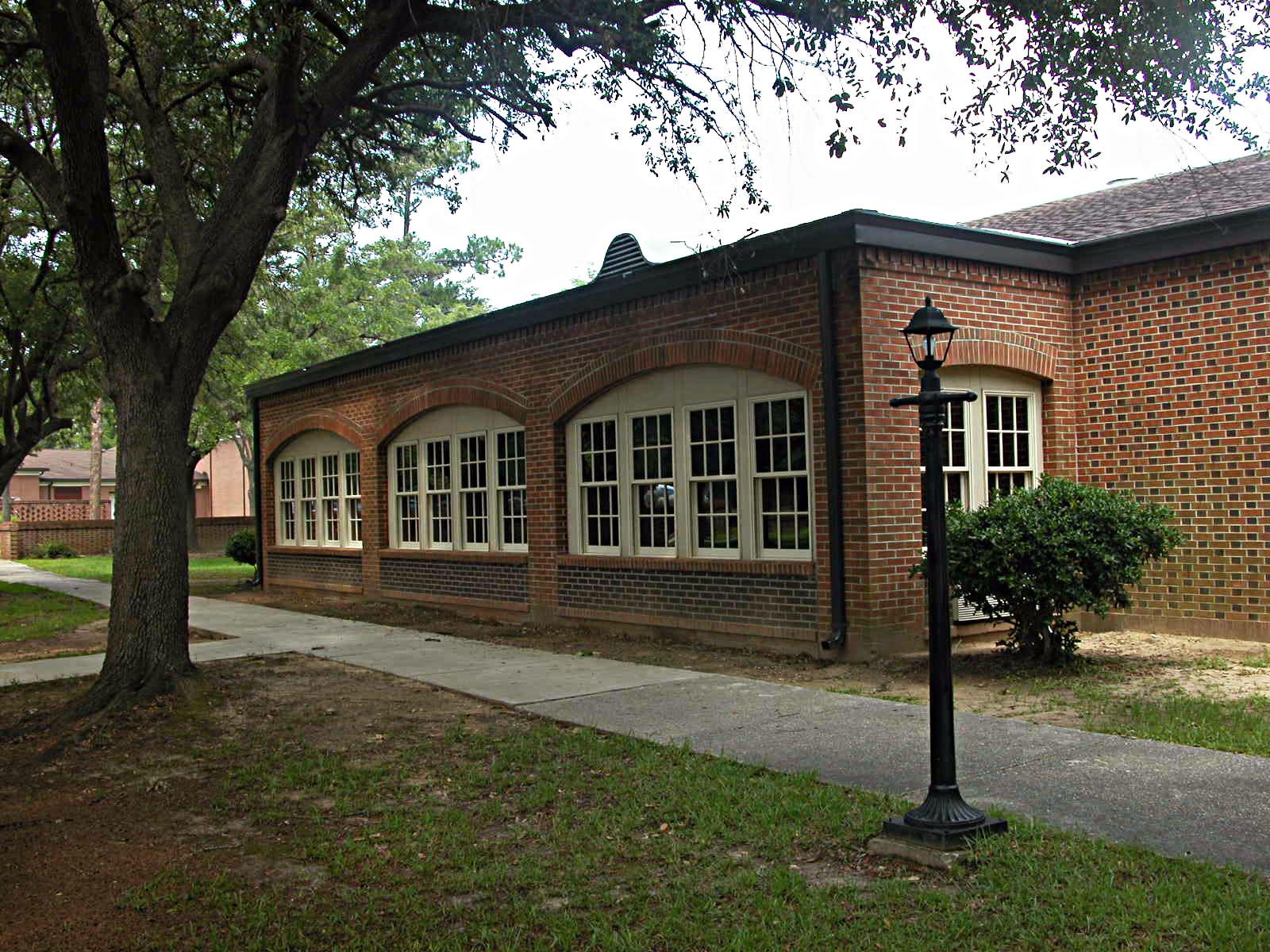 Leigh Library   Jefferson Davis Community College, Brewton, AL