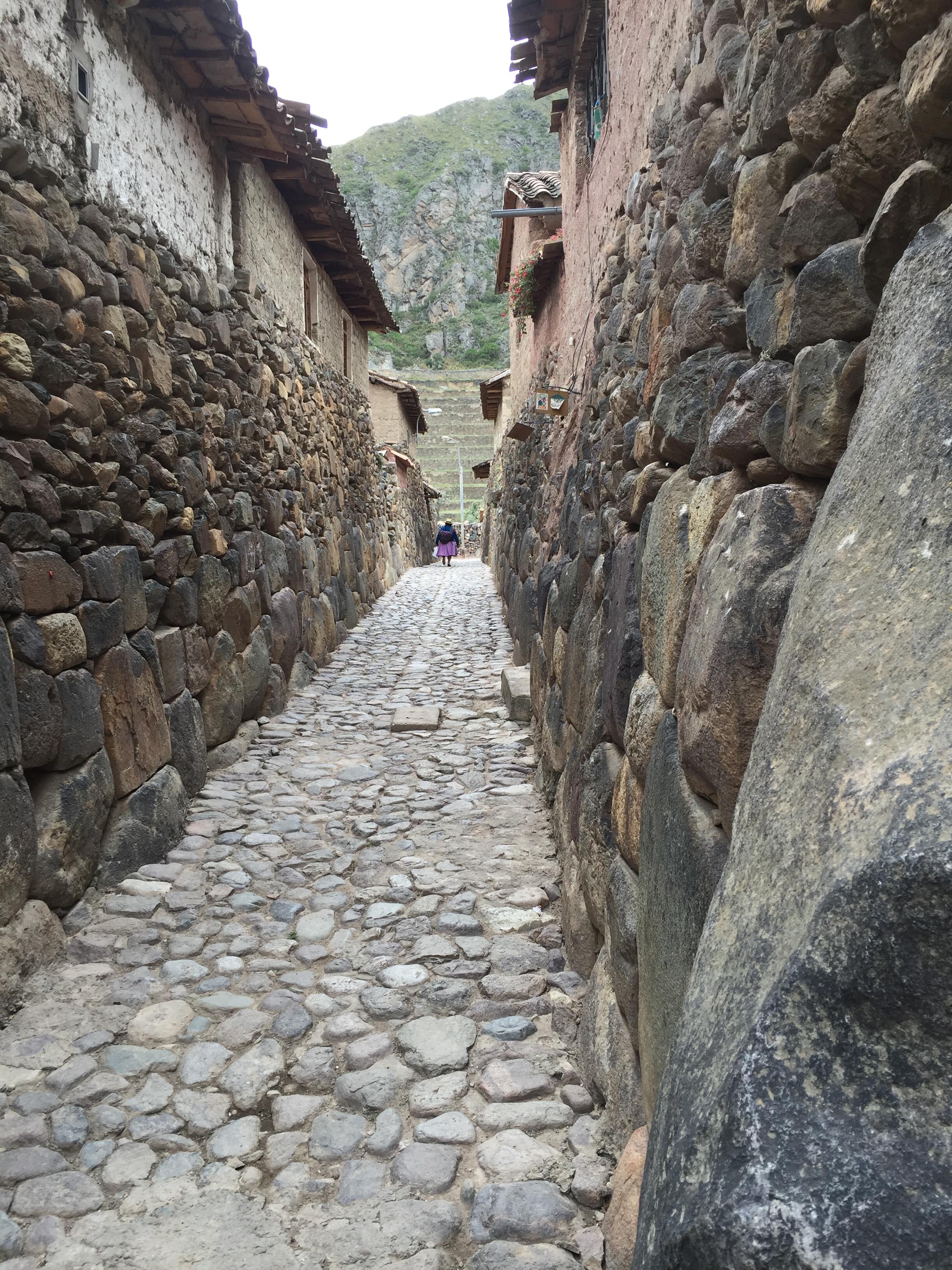 Smale gater i Ollantaytambo bygget av inkaene på 1300- og 1400-tallet.