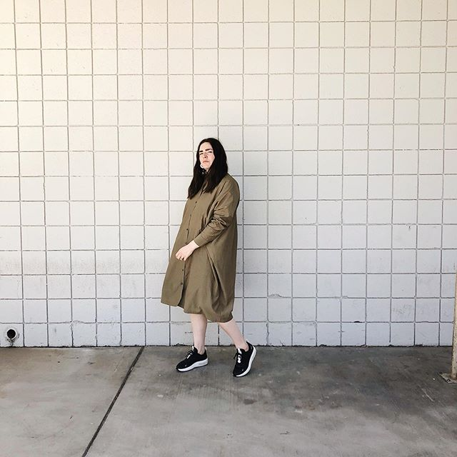 my sporty-classy m/o strikes again. || @thefrocknyc has launched their updated-design shirt dresses & they are spectacular. just enough structure, even more light & breathable, and this new spiced khaki color gets me.  this shirt dress was the piece that started it all for me with my girls @thefrocknyc & continues to be the *actual* work horse of my closet. 💼🐎 —— —— wearing The Frock NYC shirt dress in khaki, size L 🔸