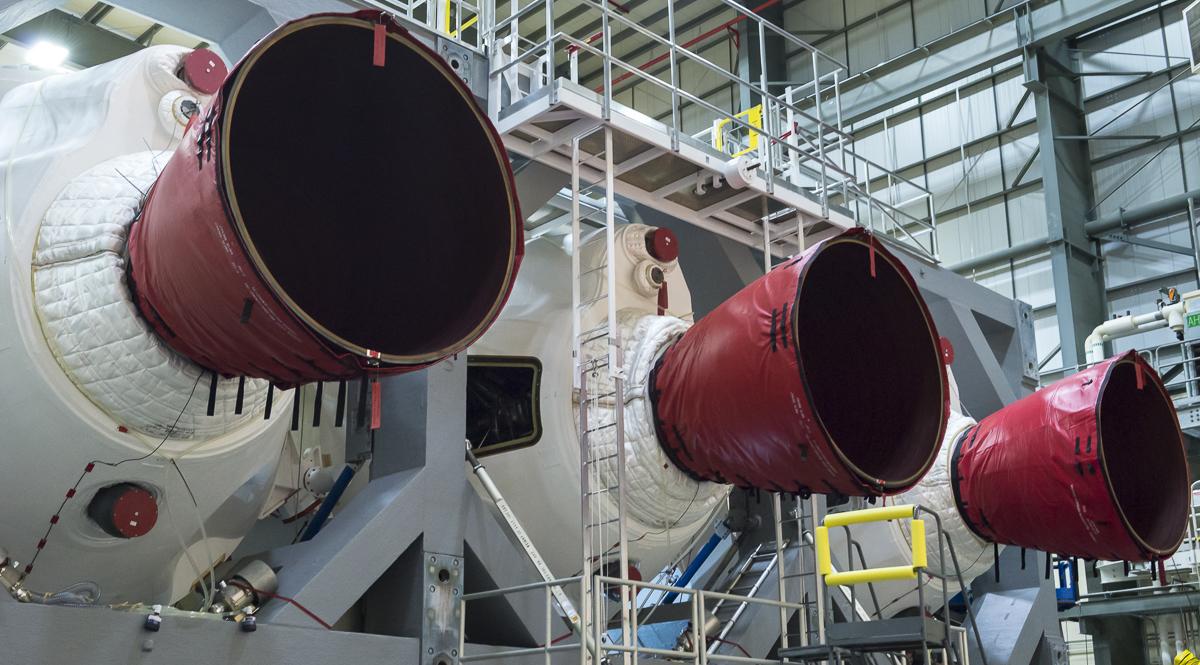Delta IV Heavy engines
