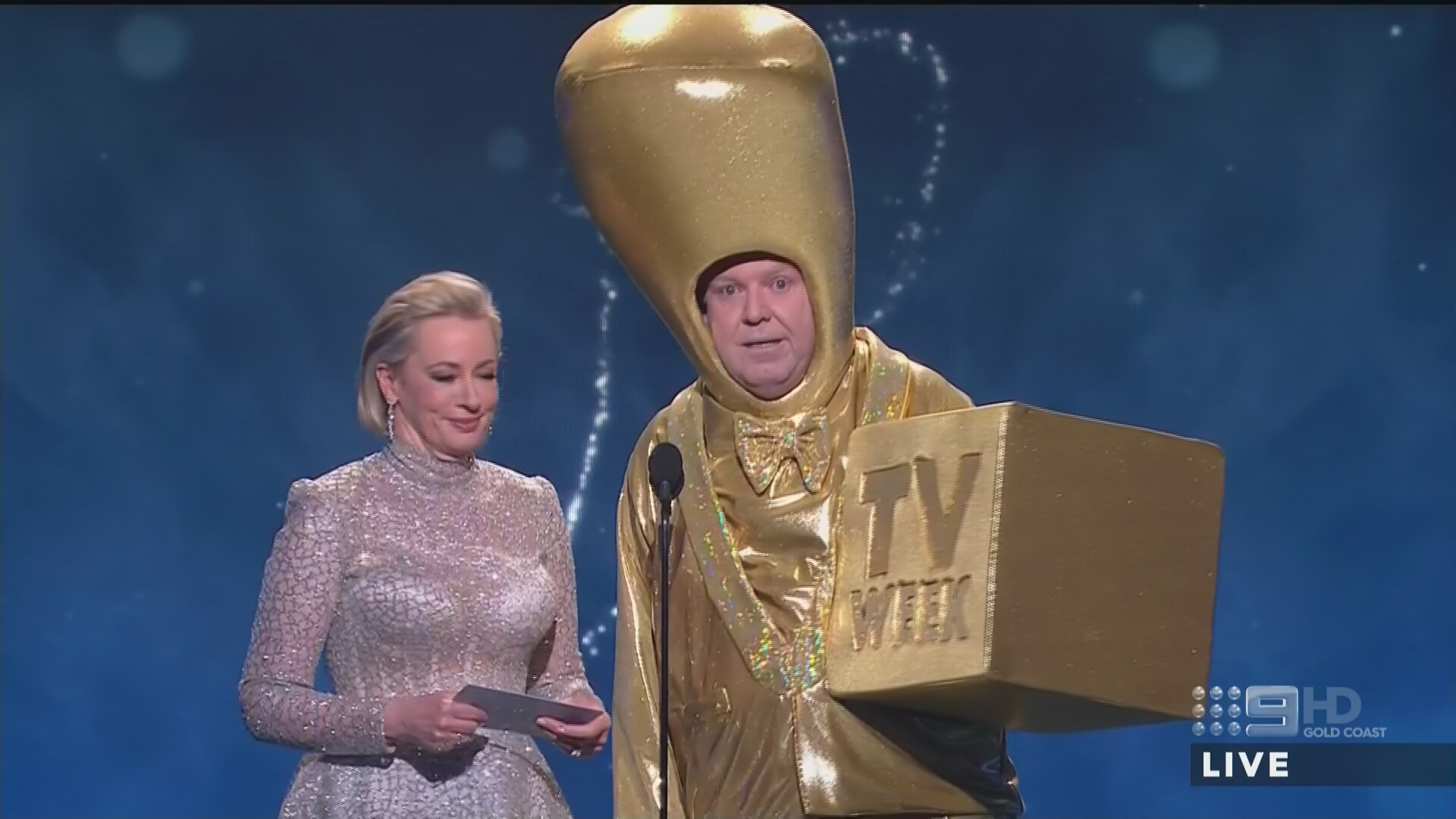Peter Helliar dressed as the Gold Logie  PHOTO: Nine