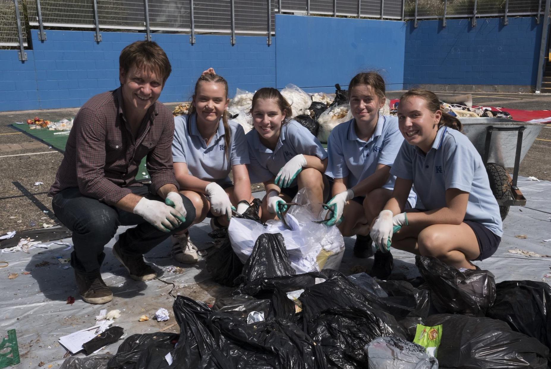 Craig Reucassel with students in Kiama  image - ABC