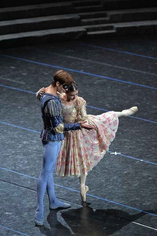 Alina Cojocaru and Friedemann Vogel as Romeo and Juliet   Photo ©Hidemi Seto