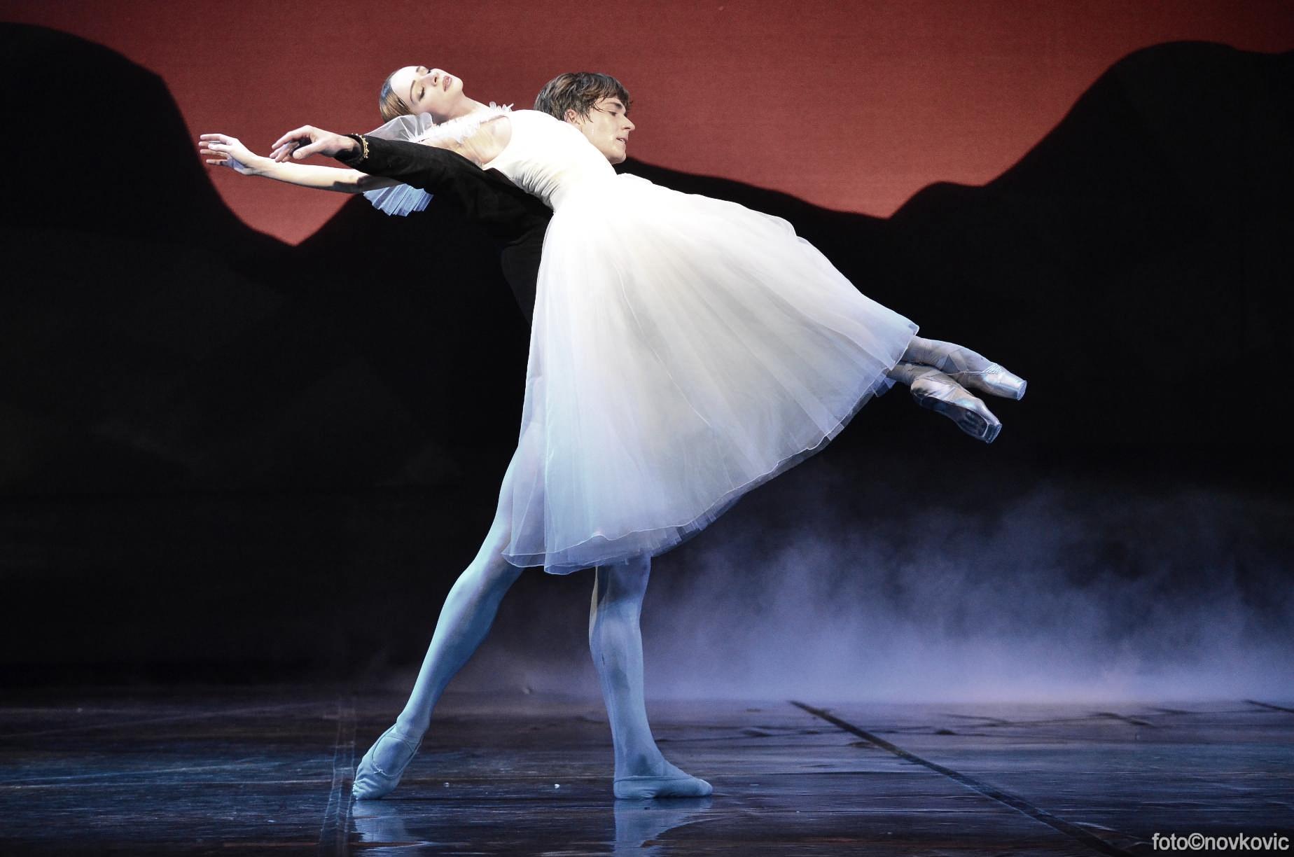 Ekaterina Borchenko and Friedemann Vogel in Giselle (c) Novkovic