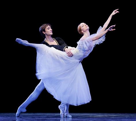 Ekaterina Borchenko and Friedemann Vogel in Giselle (c)Mirko Cvjetko