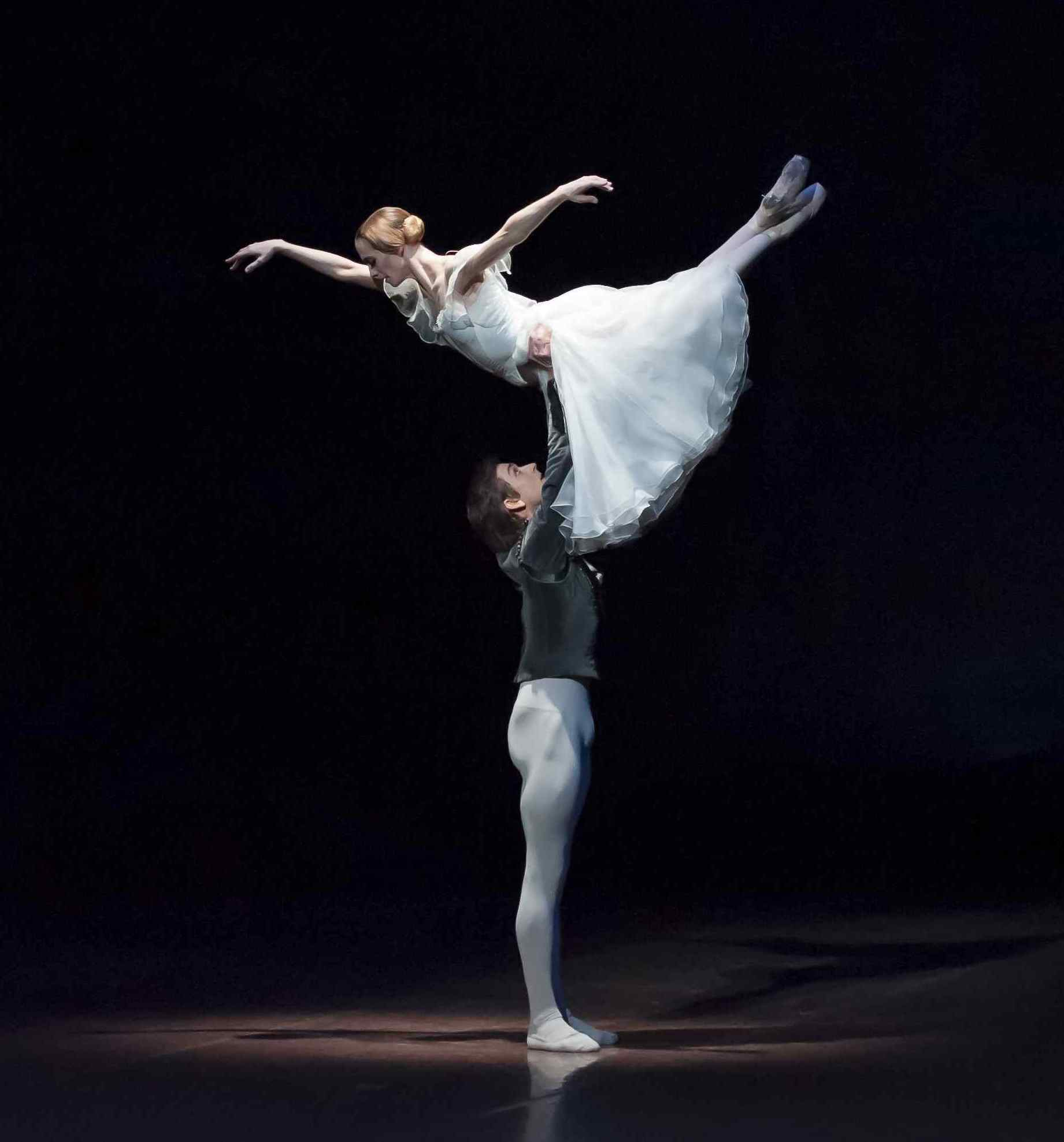 Alicia Amatriain and Friedemann Vogel in Giselle (c) Roman Novitzky