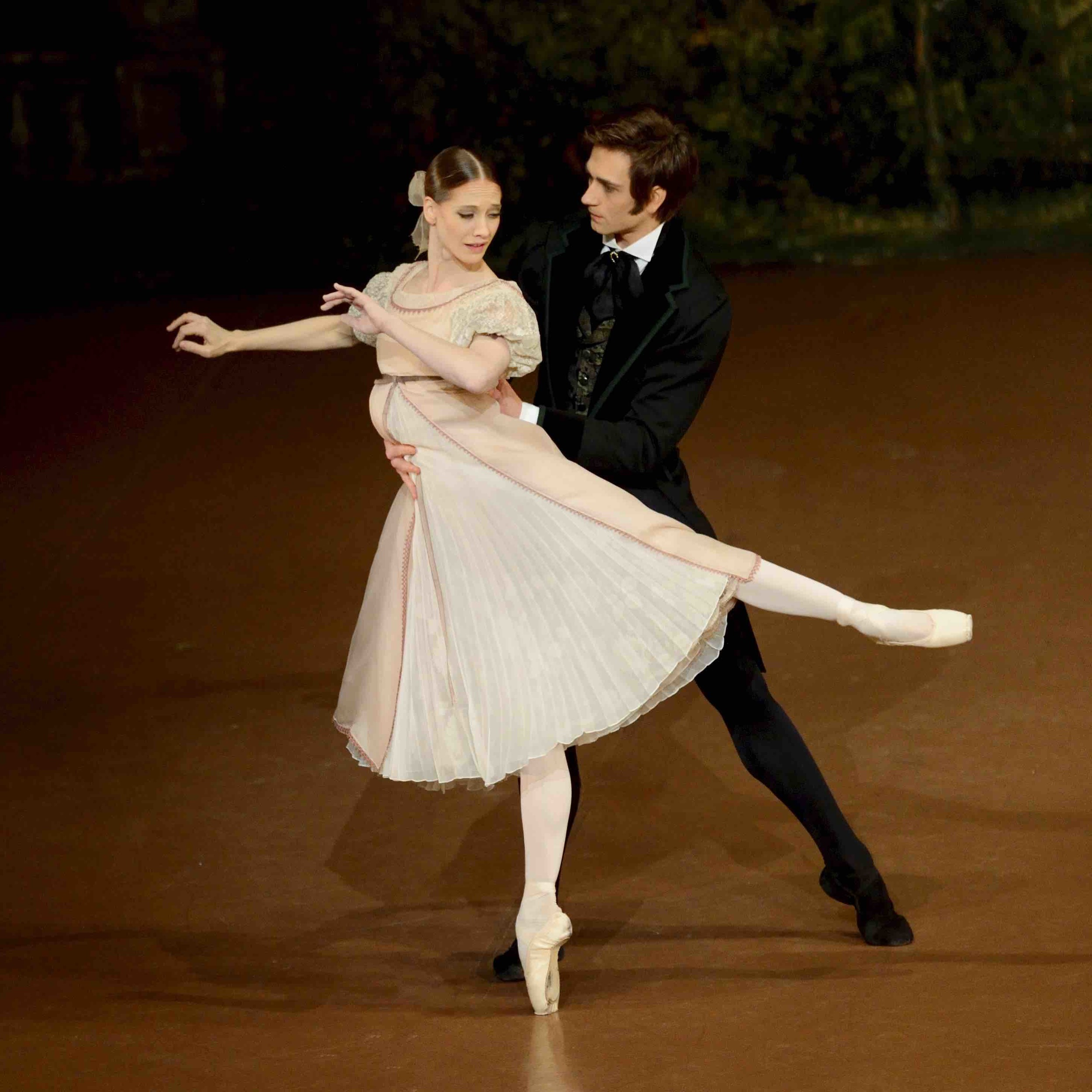 Alicia Amatriain and Friedemann Vogel in Onegin (c) Stuttgart Ballet