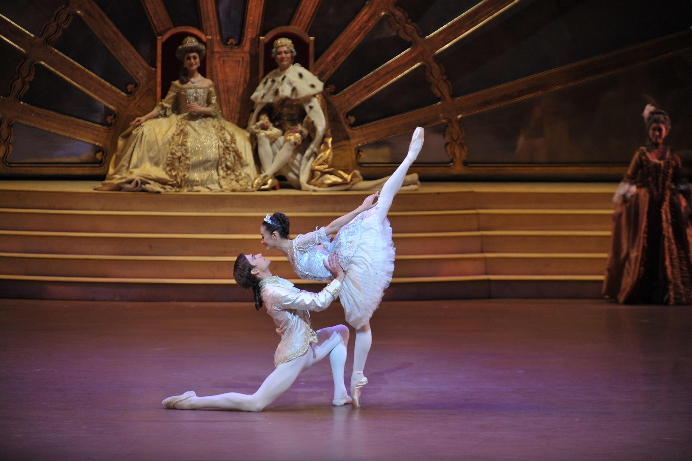Friedemann Vogel and Jin Yao  Photo (c) Hong Kong Ballet