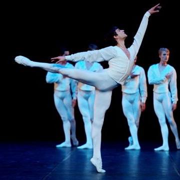 Friedemann Vogel in Konzert für Flöte und Harfe (c) Stuttgart Ballet
