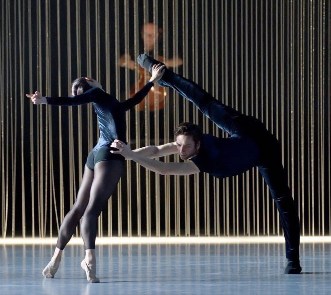 "Agnes Su and Friedemann in ""One of a Kind"" Photo (c) Stuttgart Ballet"