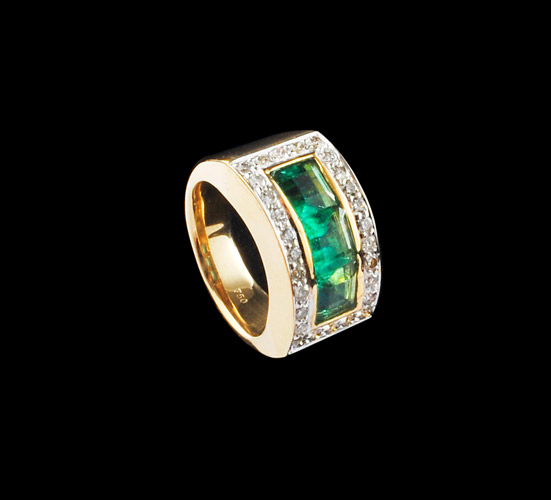 18k-3.17cts-Emerald-and-0.76cts-Diamond-Ring-Gold-15.03-Grams-.jpg