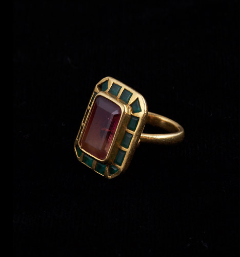 22ct-Watermelon-Tormaline-Ring-with-Emerald.jpg