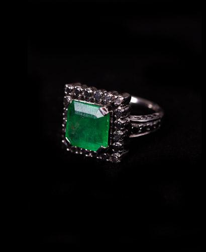 22ct-White-gold-with-Black-Rhodium-Emerald-and-Black-Diamond-Ring.jpg