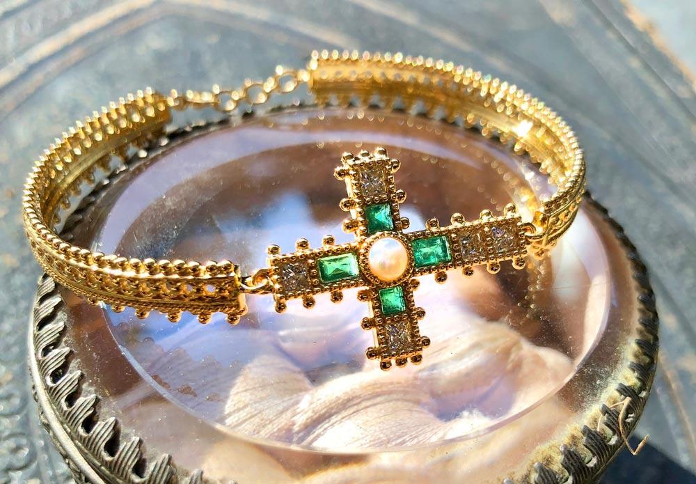cross-emerald-bracelt.jpg