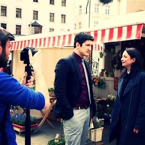 Am Marktplatz in Regensburg mit Elif Özmen.