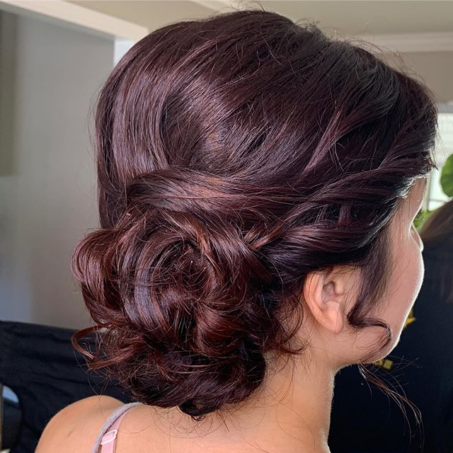 Do it up and to the side! . . . #bridesmaidhair #sideupdo #maidofhonorhair #bridalpartyhair #updo #lowbun #beautybyrosheen #hairbyrosheen